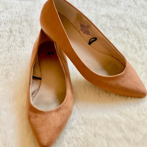H&M   Tan flat slip on